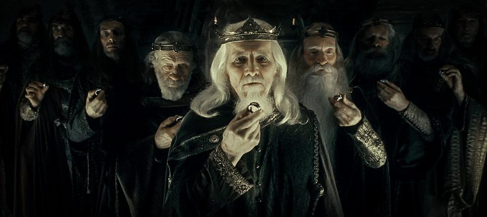 Güç yüzüklerinin etkisiyle Nazgûl'a dönüşen 9 insan kral