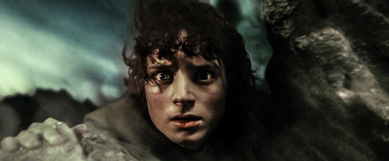 Amon Hen Tepesi'nde Her Şeyi Gören Göz ile karşı karşıya gelen Frodo