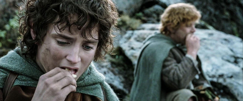 Lembas ekmeği ile hem bedenlerinin gücü de hem de moralleri yerine gelen Frodo ve Sam