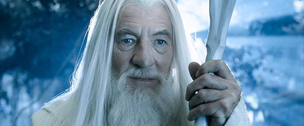 Balrog ile mücadelesinden sonra manevi bir yükseliş yaşayan Ak Gandalf