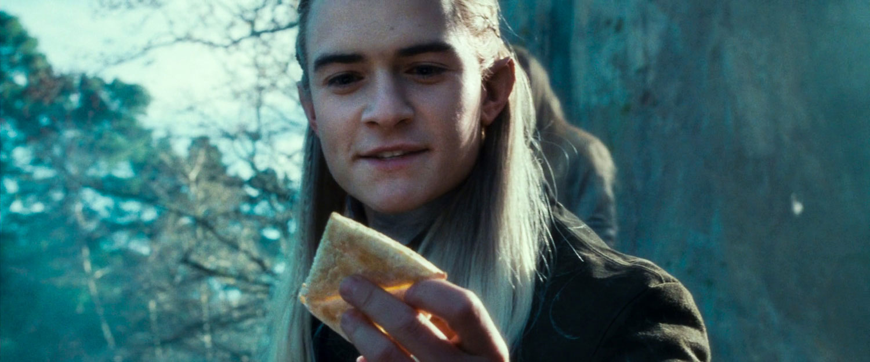 Lembas ekmeğine hayranlığını gizleyemeyen elf, Legolas