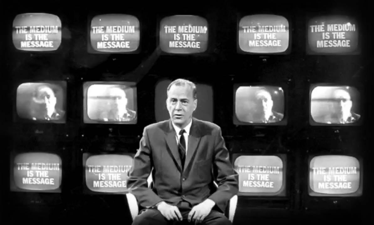 "Marshall McLuhan: ""Ortamın kendisi mesajdır."""