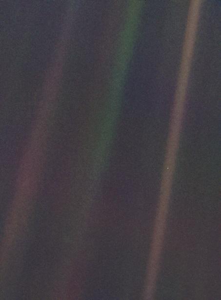 Carl Sagan'ın 'Soluk Mavi Nokta' kitabında bahsettiği fotoğraf