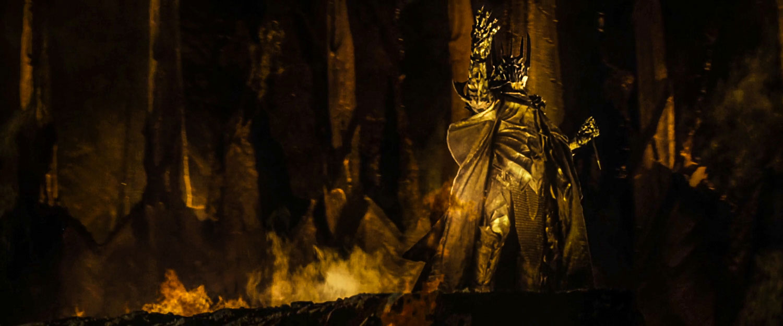 """Gizlice dövdüğü """"Kudret Yüzüğü"""" ile Orta-Dünya'nın bütün özgür insanlarına hükmetme planları yapan Karanlıklar Efendisi Sauron"""