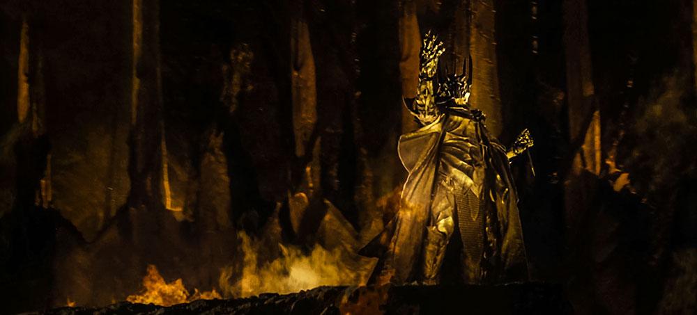 Güzelliğin cazibesindense Güç şehveti ile sarhoş olmuş Sauron.