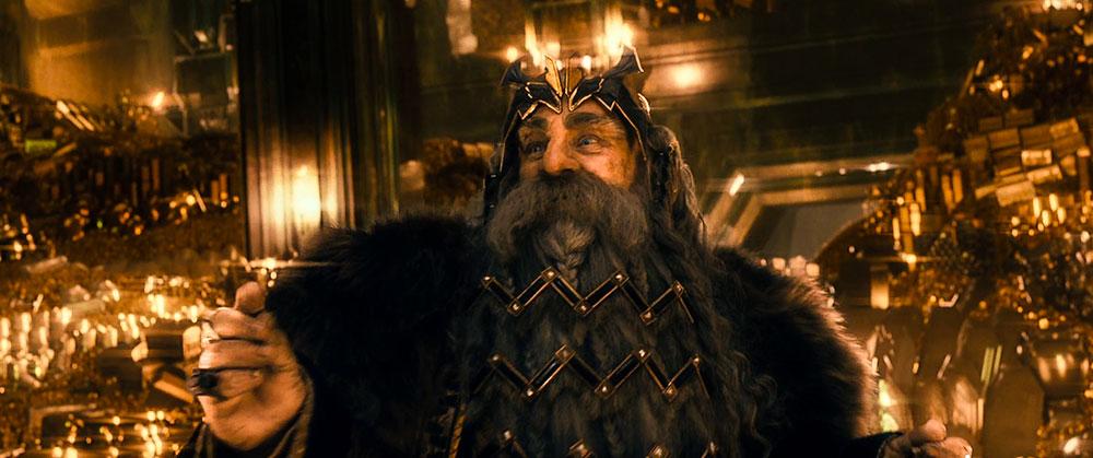 Altın ve değerli taşların cazibesiyle büyülenmiş ve nihayetinde halkının başına Smaug musibetini getiren cüce kralı: Thorin Meşekalkan'ın dedesi Thrór