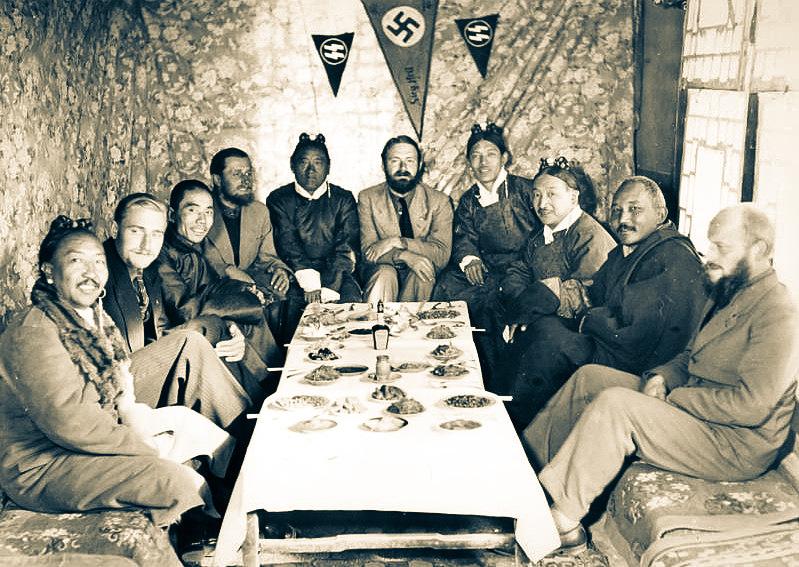SS subayı Ernst Schäfer Tibet ve Çinli temsilcilerle (1938-1939)